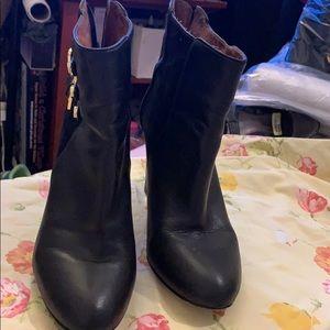 Black Louise et Cie ankle boots
